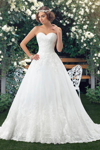 Sweetheart Lace Appliqued Sleeveless Ball Gown Bridal Dress With Buttons