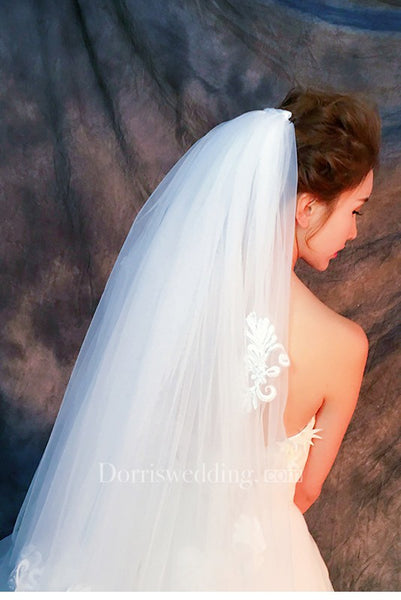 Simple Puffy Short Tulle Wedding Veil with Appliques