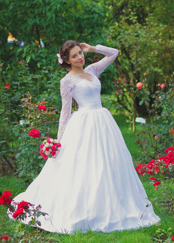 Vintage Inspired Long Lace Sleeves Tulle Wedding Dress With Lace Corset-ET_711620