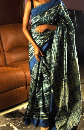 Zigzag Print Handloom Saree With Blue Border