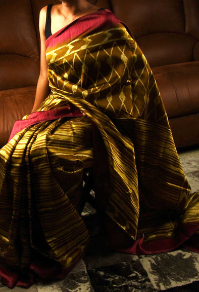Zigzag Print Handloom Saree With Red Border