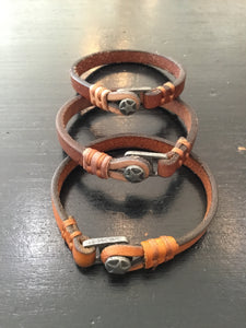 Star button leather bracelet