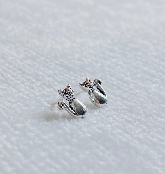 Sitting Kitty 925 Sterling Silver Stud Earrings