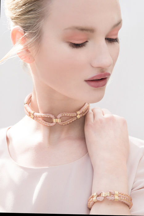 fashion is totally in love with the jewellery neckband as they are such an effortless way to dress up and outfit