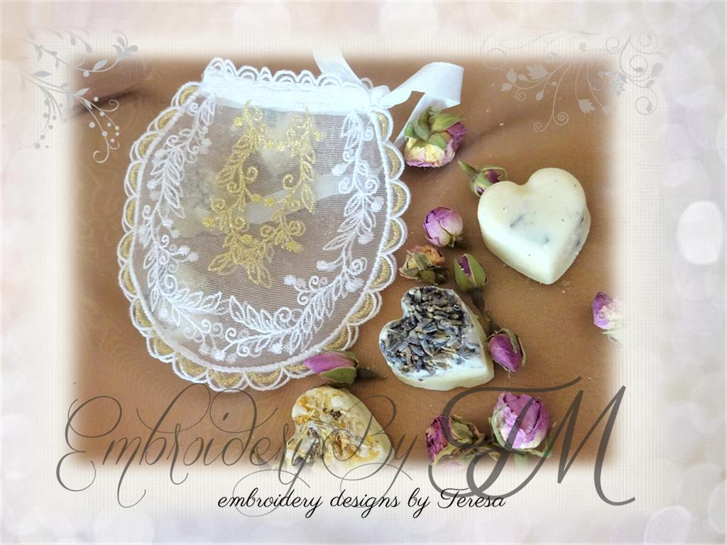 Lace box / three sizes
