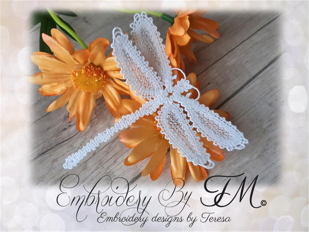 Wine glass shades with Daffodil / 5x7 hoop