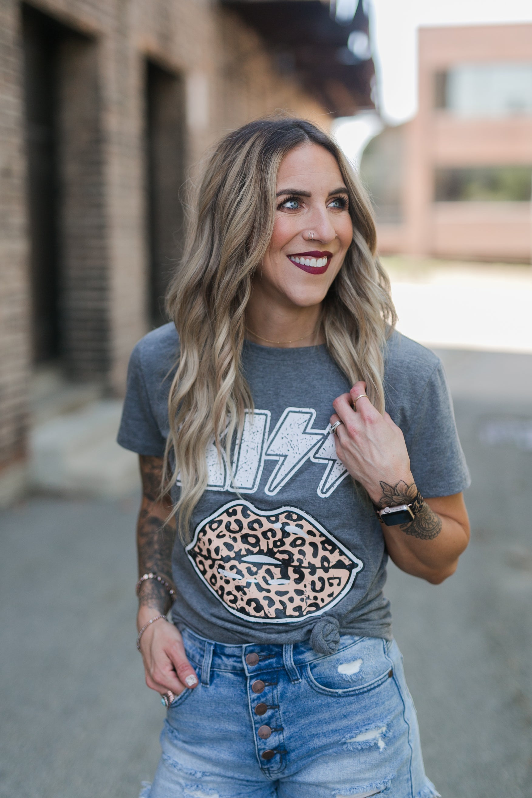KISS LEOPARD GRAPHIC TEE - GREY