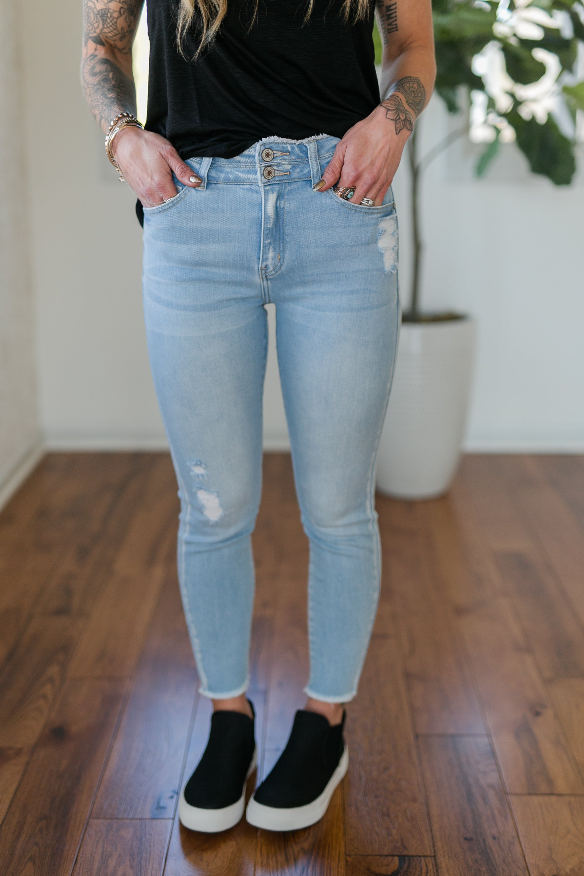 HIGH + MIGHTY DISTRESSED HIGH RISE SKINNY - LIGHT WASH