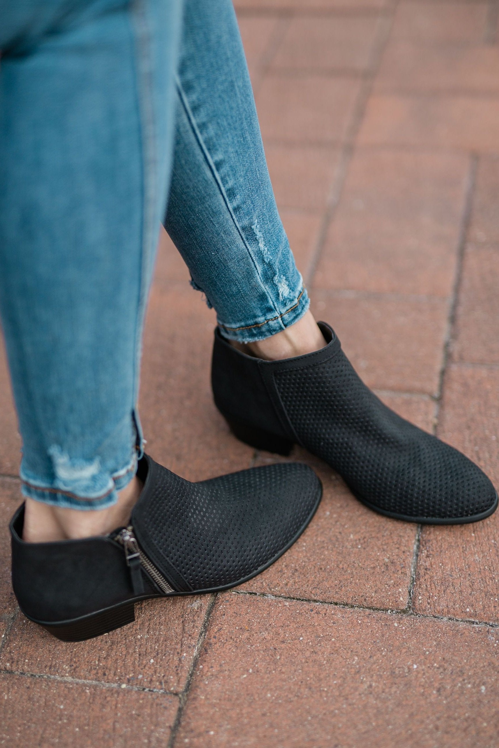 WEEKEND BOOTIE - BLACK