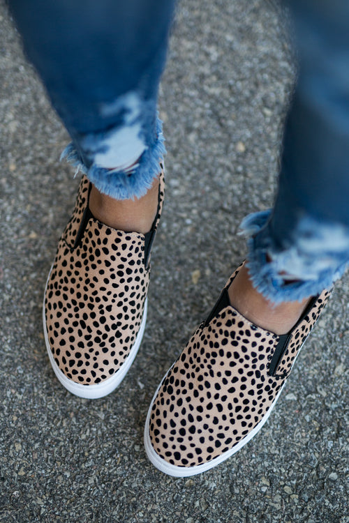 INTO HIGH GEAR LEOPARD SNEAKER