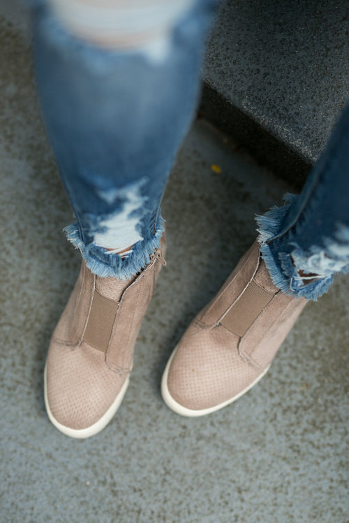KELSEY WEDGE SNEAKERS- TAUPE