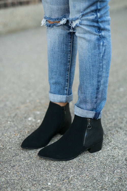 UPSCALE SNAKE POINTED BOOTIE
