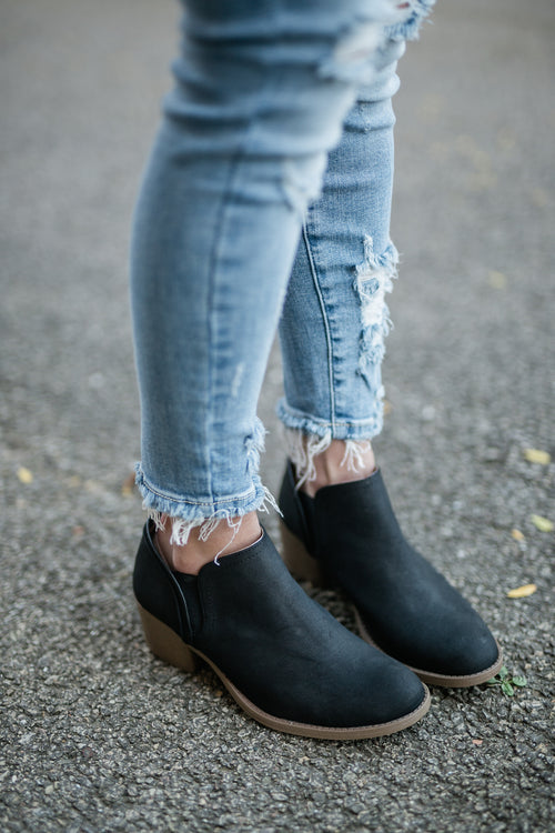 MAKE A PATH BLACK BOOTIE