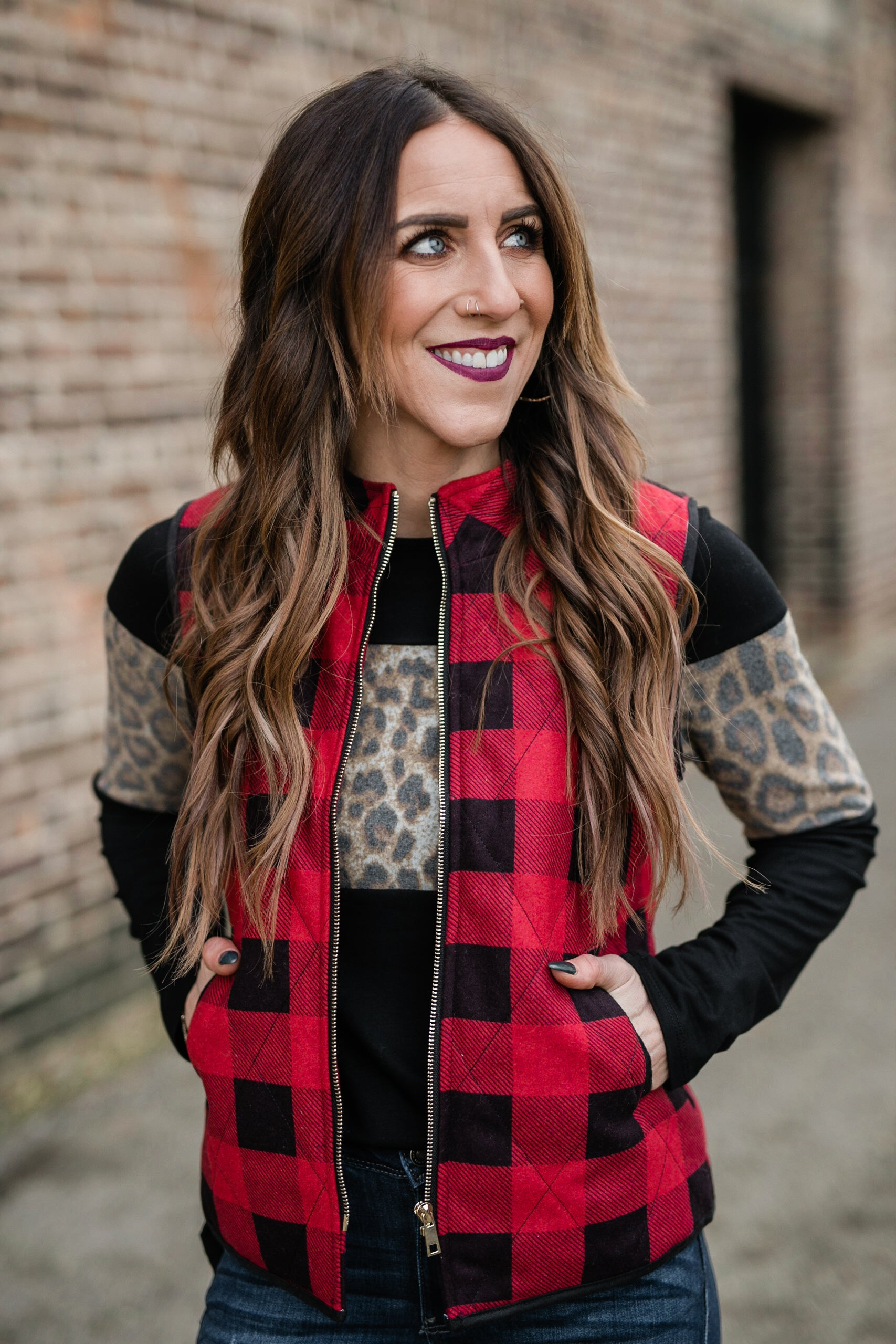 HOLIDAY READY PLAID VEST - BLACK/RED