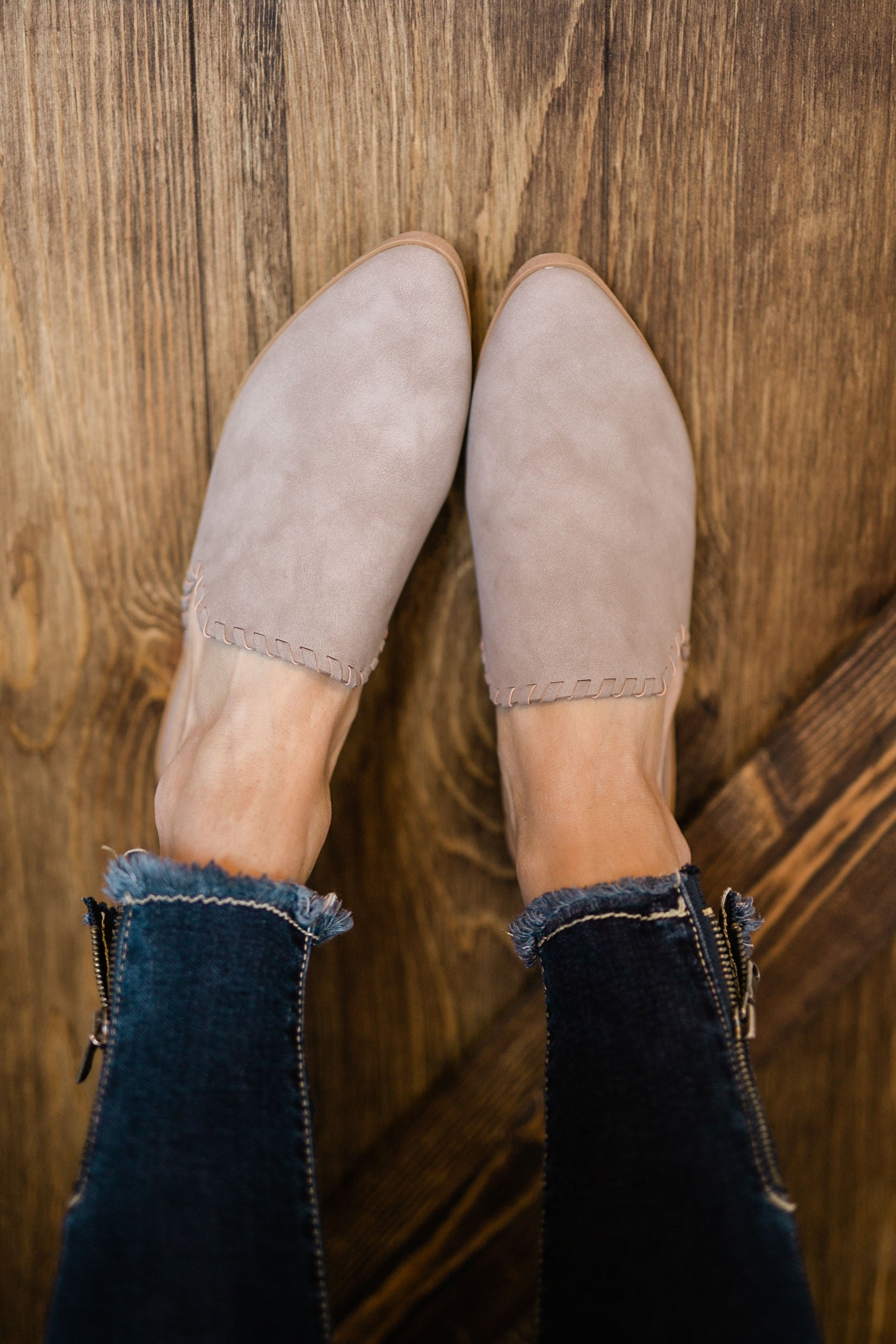 TAKE A NEW DIRECTION MULE - TAUPE