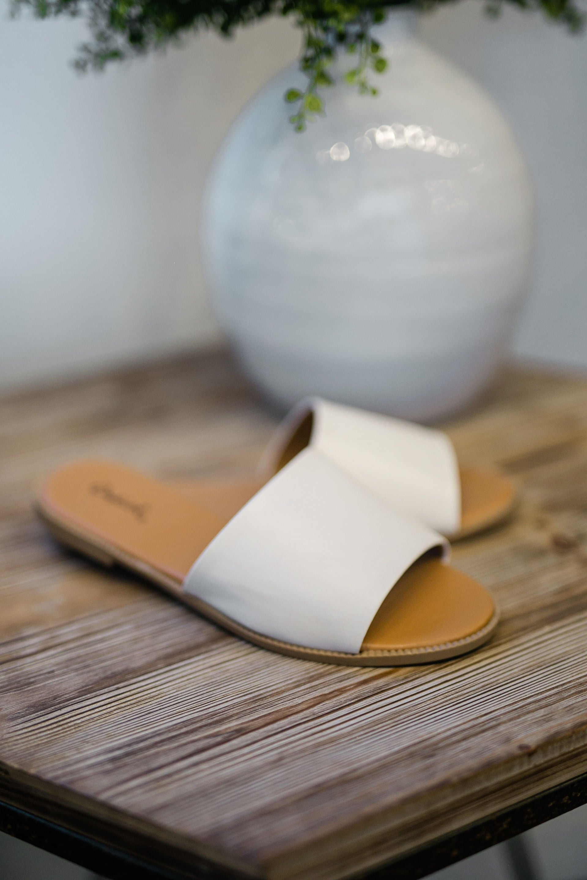 FOLLOW MY LEAD SLIDE SANDAL - WHITE