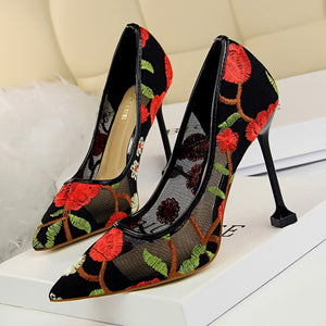 Embroidery Lace Pumps w/ Square Heel