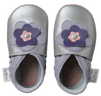 Bobux - soft sole - Silver Layered Flower https://babystuff.co.nz/products/bobux-shoes-silver-layered-flower The Bobux soft soled leather shoes that stay on! Natural leather allowing feet to breathe Soft leather uppers allowing feet to grow naturally without restrictions Flexible leather soles for healthy foot development as recommended by paediatricians Super soft natural leather's 'breathability' helps absorbs sweat in summ...
