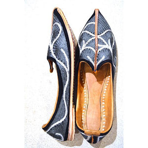 Handmade leather shoe with grey and white embroidery - Vintage India NYC