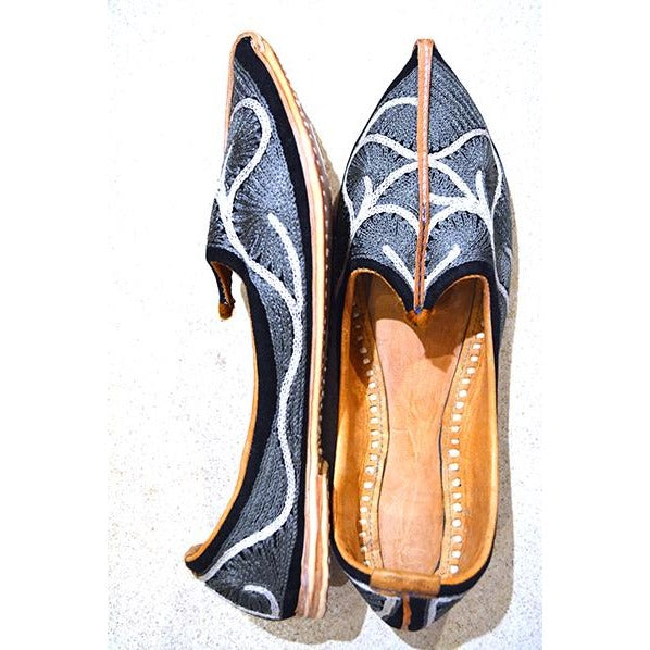 Handmade leather shoe with grey and white embroidery