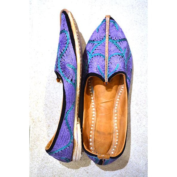 Handmade leather shoe with purple embroidery