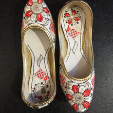 White & Red Jutti - Vintage India NYC