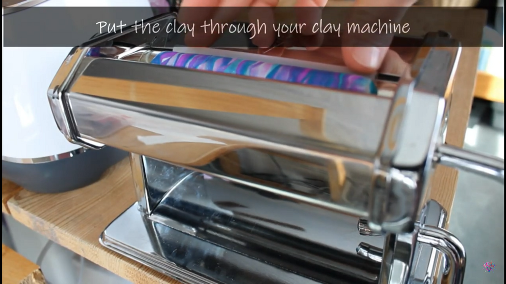 using clay machine to roll out custom diamond pen clay
