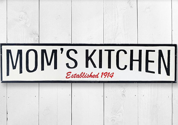 "White and black metal ""Mom's Kitchen"" sign"