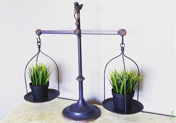 Vintage metal balance scale farmhouse tabletop decor
