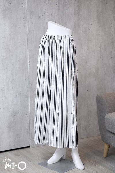 Aiza Striped Palazzo Pants in White - Saja Mi-O