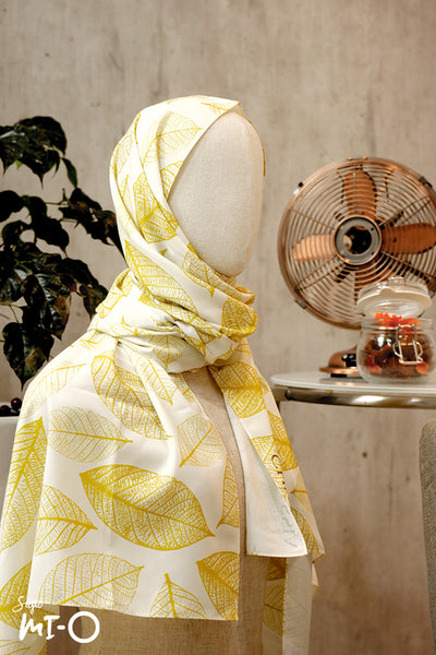 Jardin Autumn Leaf Scarf in Gold - Saja Mi-O