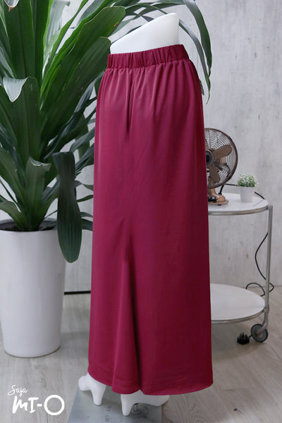 Airin Raya Skirt in Burgundy - Saja Mi-O