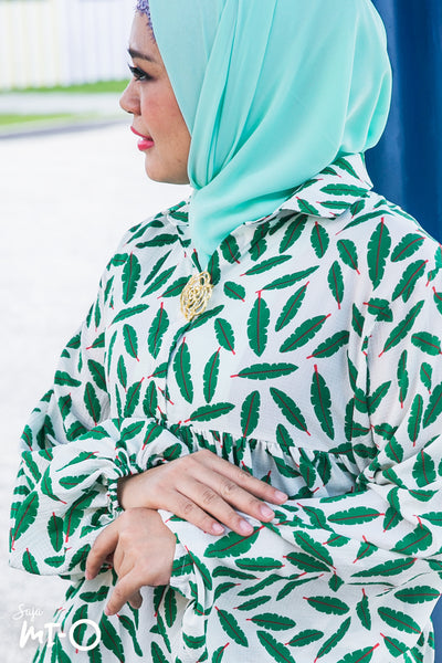 Farah Leaf Print Top in White - Saja Mi-O