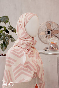 Munyah Monochrome Blocks Headscarf in Coral - Saja Mi-O