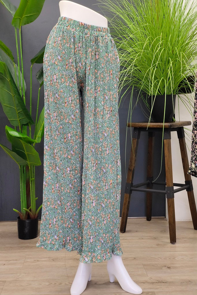 Floral Pleated Pants in Green
