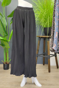 Pleated Pants in Plain Black