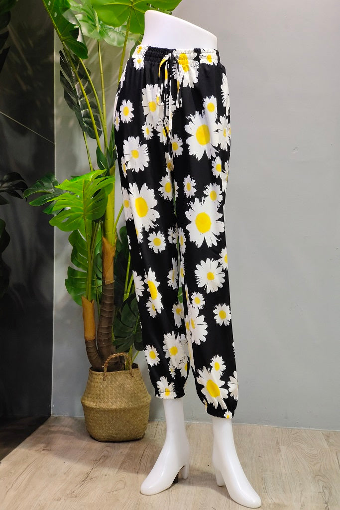 Printed Jogger Pants in Black Flower