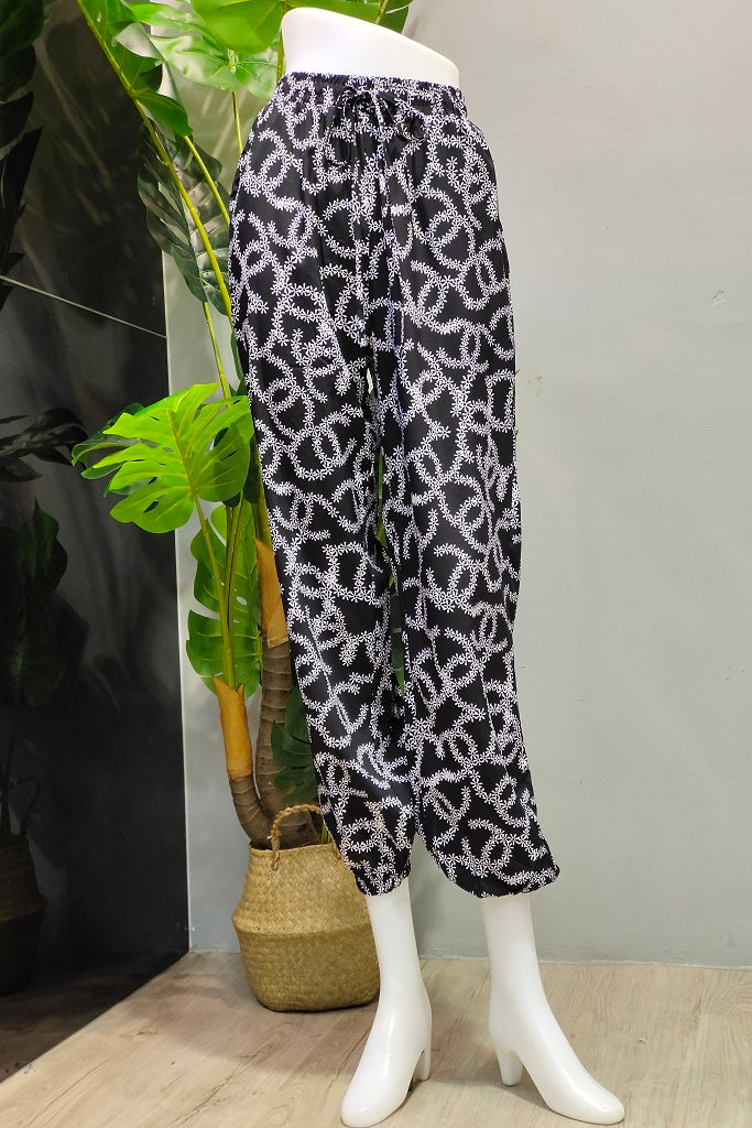 Printed Jogger Pants in Floral Black