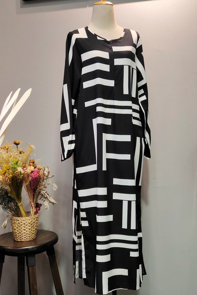 Hajra Abaya in Printed Black.3