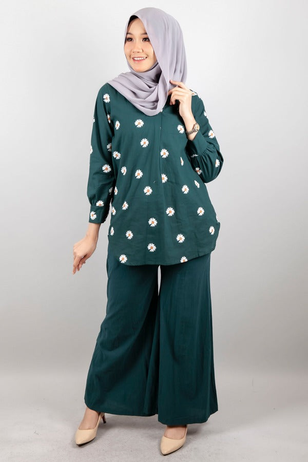 Eunice Floral Accent Top in Bottle Green