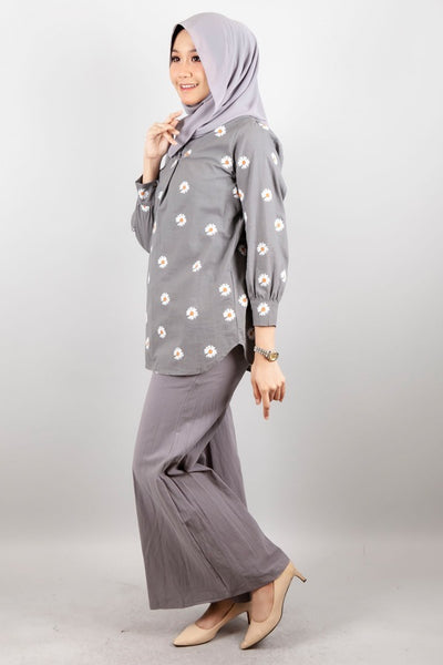 Eunice Floral Accent Top in Grey