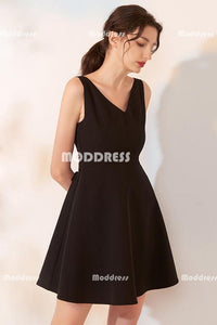 Black Short Homecoming Dresses V-Neck Homecoming Dresses with Bowknot
