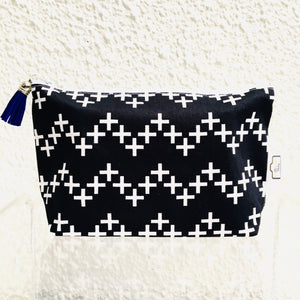 White Zigzag Crosses Purse
