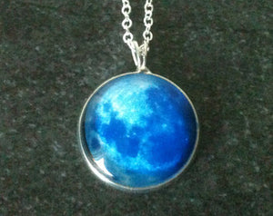 FULL Moon GLOW IN THE DARK Necklace (925 Silver)