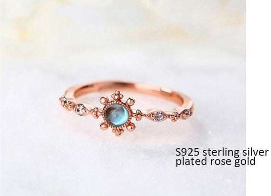 Exquisite Vintage Sterling Silver Ring with Natural Blue Topaz