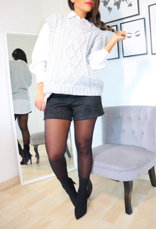 Chemise blanche + pull sans manches gris