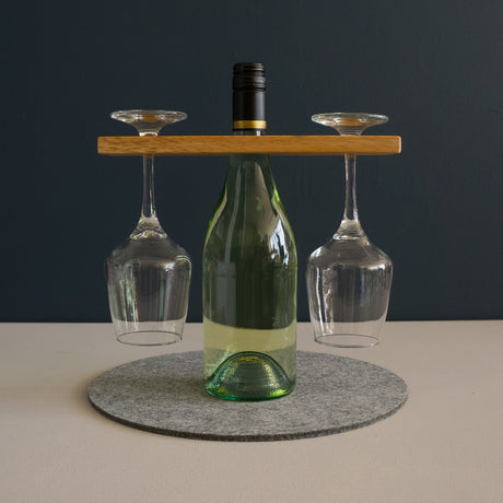 Double wine glass holder