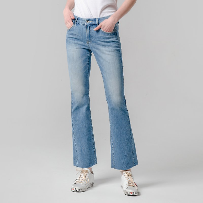 Women's Shapely Bootcut Jeans