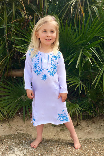 Childrens kaftan in white with turquoise embroidery and sequins.  Below the knee length available in age 2 to 10