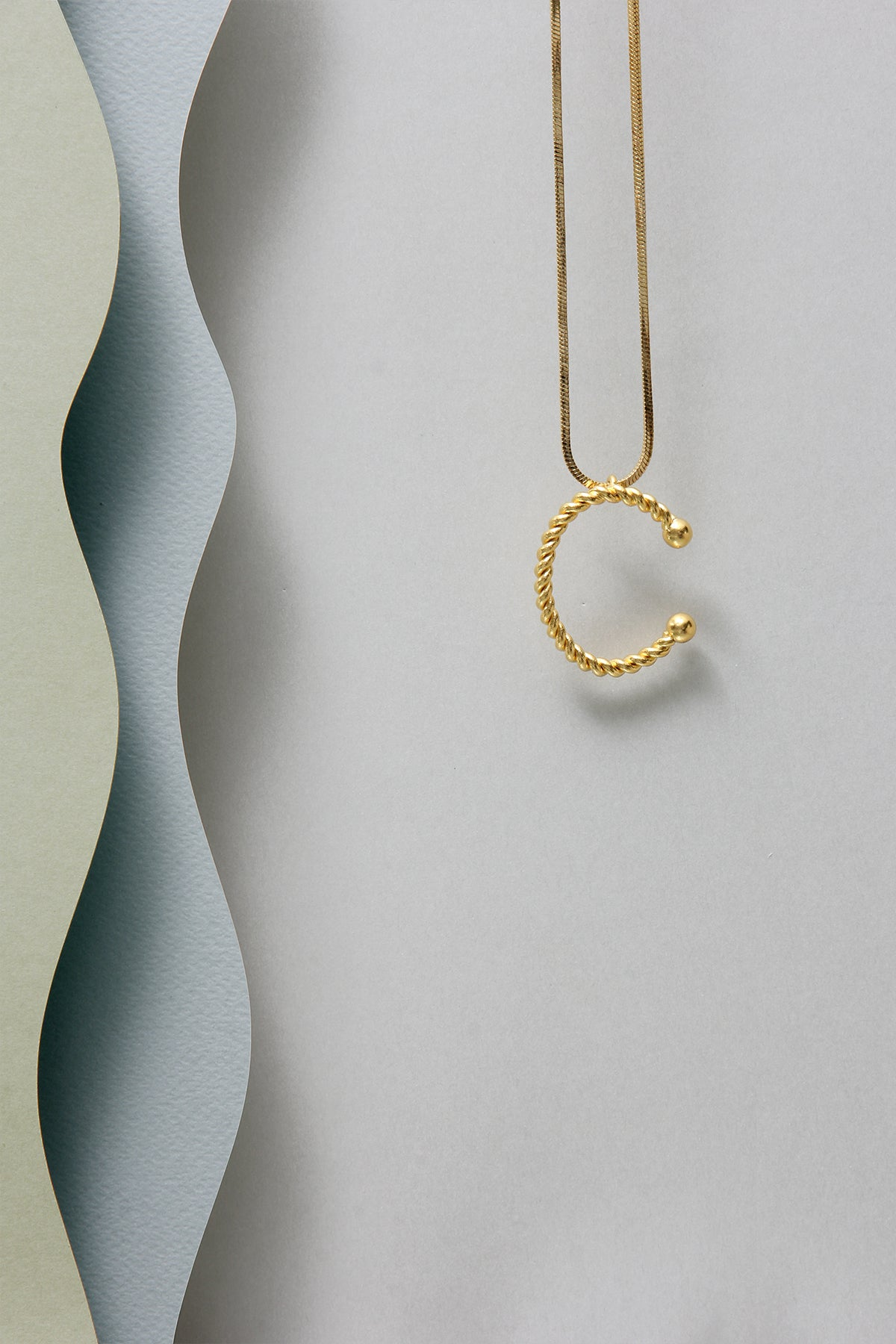 THE INITIAL C NECKLACE